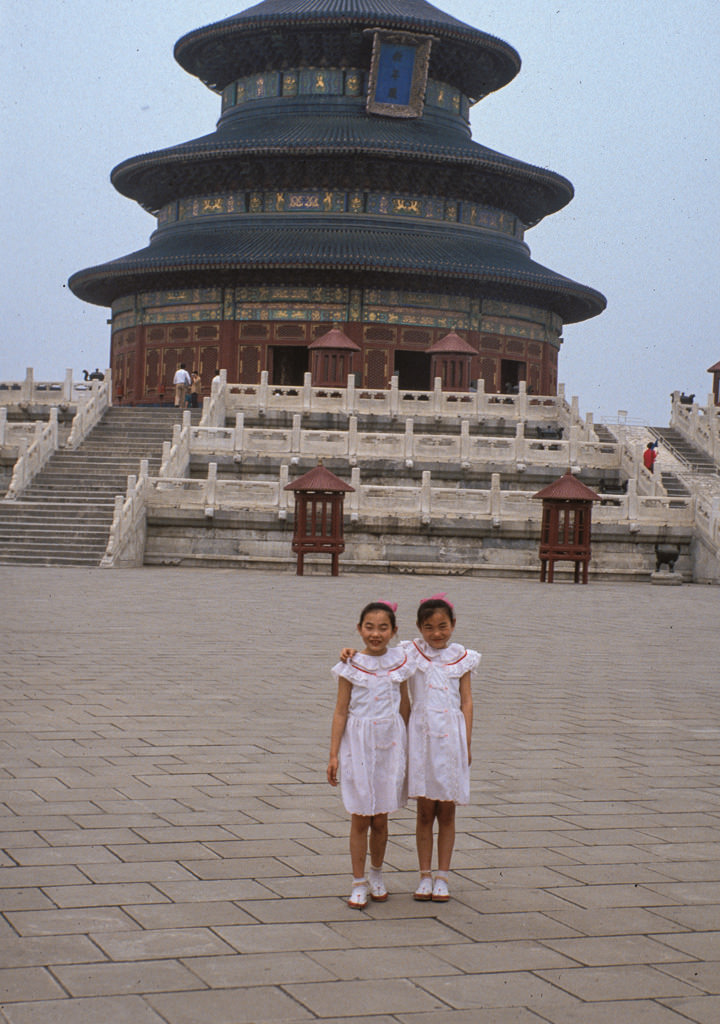 Twin girls at the Temple of Heaven