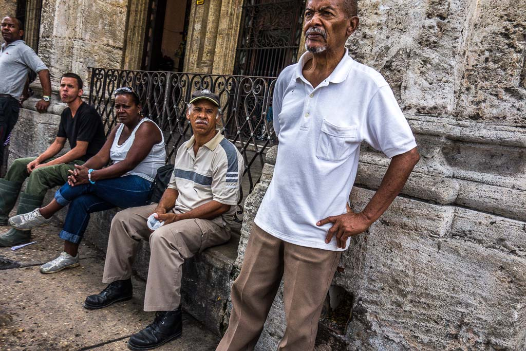 People waiting for bus Centro Cuba